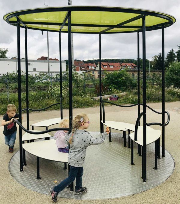 Karussell-alla-hopp-anlage-gruenstadt