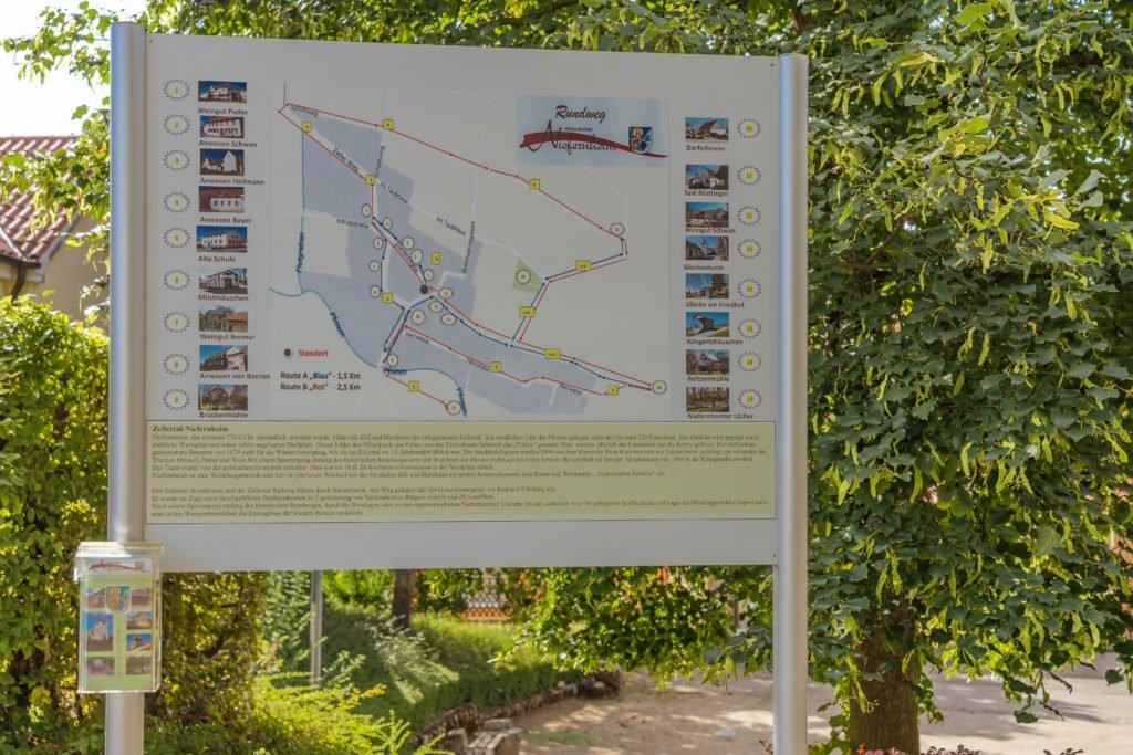 schild historischer rundweg niefernheim im zellertal