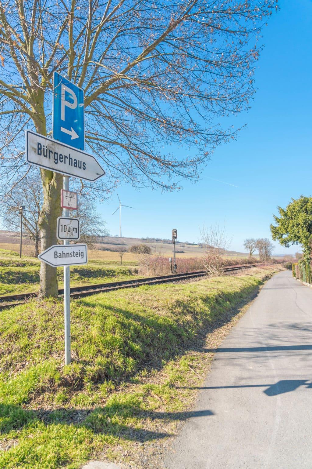 weg-parkplatz-buergerhaus-wachenheim