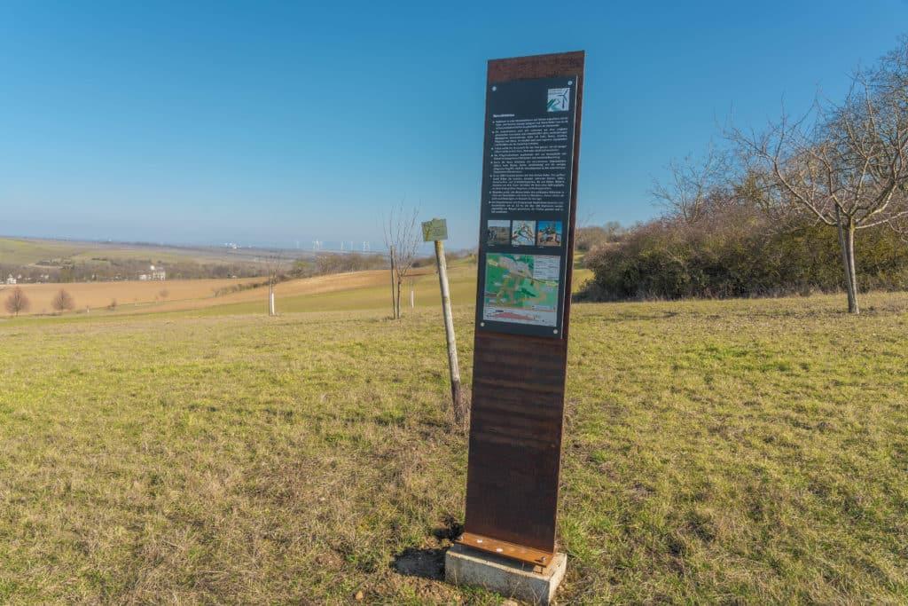 infostele-wind-rebenweg-zellertal
