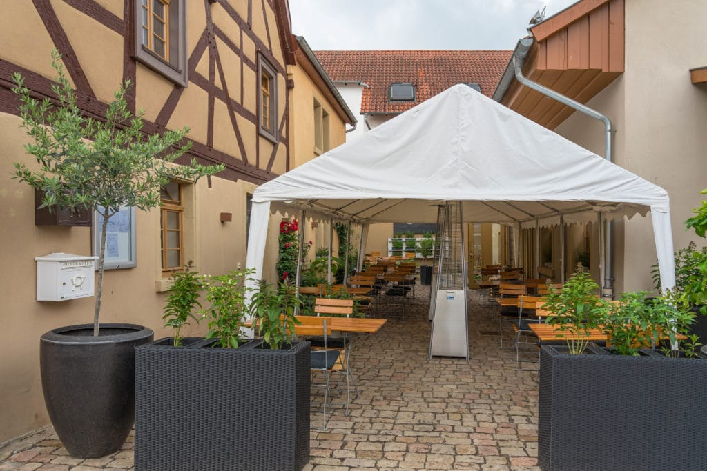 rommersheim-restaurant-innenhof